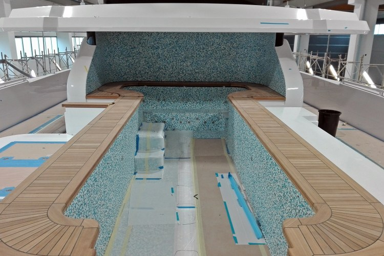 Jacuzzi in teak for a super yacht by Duca Solutions