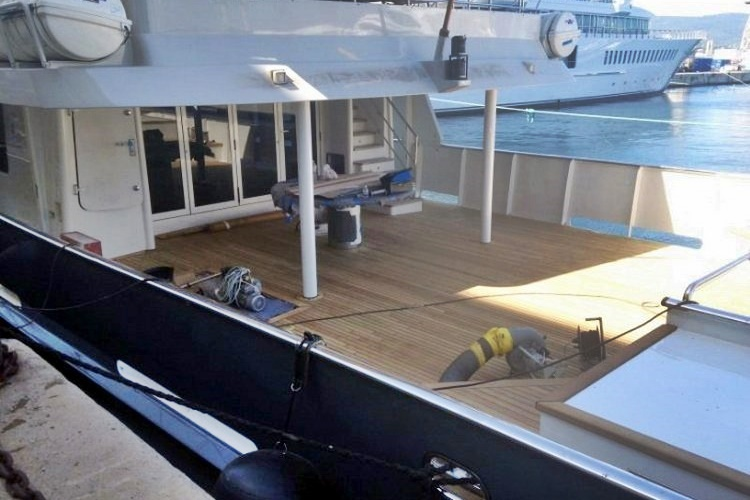 Teak platform extension super yacht by Duca Solutions