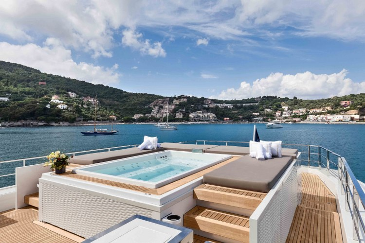 Jacuzzi on a super yacht by Duca Solutions
