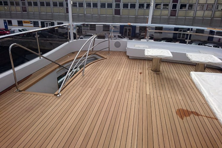 Teak wooden covers for a motor yacht by Duca Solutions